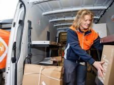 Corona, feestdagen én winkels eerder dicht: PostNL kan toestroom pakketjes nauwelijks nog aan