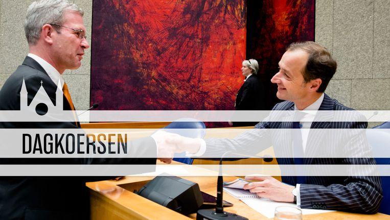 SGP'er Dijkgraaf schudt de hand van staatssecretaris Wiebes. Beeld ANP/de Volkskrant