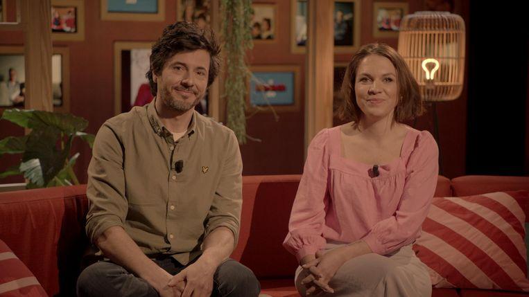 Dieter Coppens en Siska Schoeters presenteren 'De wonderjaren'. Beeld VRT