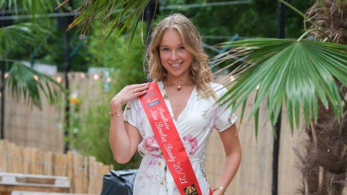 Faye Bulcke haalde de finale van Miss Benelux Beauty en won uiteindelijk.