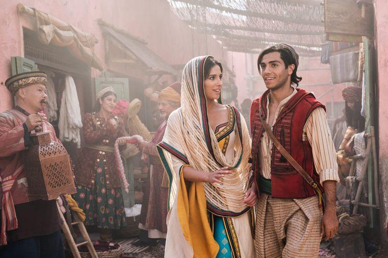 Filmstill uit Aladdin met Naomi Scott als Jasmine en Mena Massoud als Aladdin. Beeld Daniel Smith