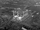 Van deze elektriciteitscentrale op de Staart is niets meer over, de fabriek werd in 1984 gesloopt. Deze foto is drie jaar eerder genomen.