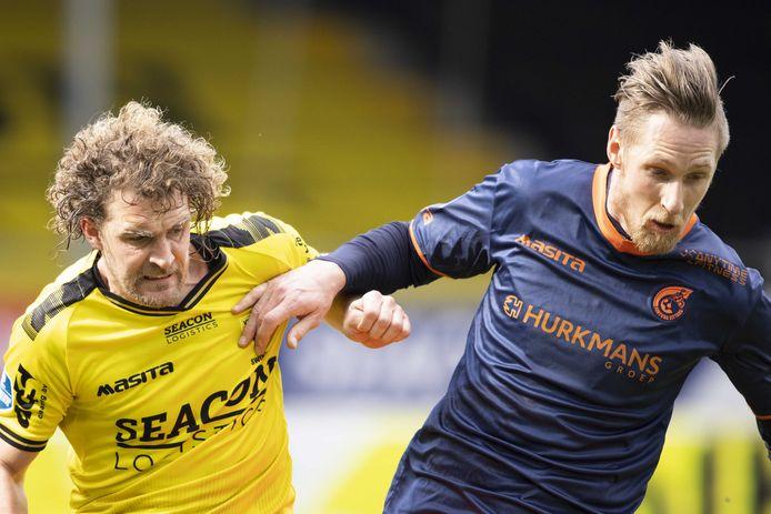 Oud-Willem II'er Arjan Swinkels (links) kon het met zijn huidige club VVV niet bolwerken tegen Fortuna Sittard.