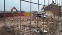 Eind deze maand resteert er slechts gebroken puin van zeven panden die ooit in de Raadhuisstraat stonden. Hier in hartje Hoogerheide kunnen op termijn 138 oudere inwoners van Woensdrecht zware zorg krijgen in een nieuw complex.