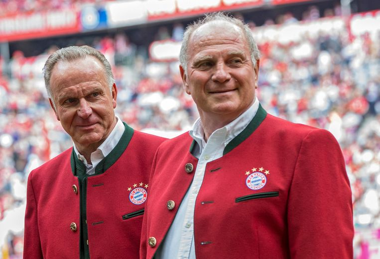 Karl-Heinz Rummenigge (links) and president Uli Hoeness uitten flinke kritiek op de media die over Bayern München schreven. Beeld EPA