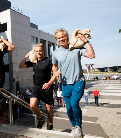Drummer Bløf de trap op voor sculptuur kaaisjouwer