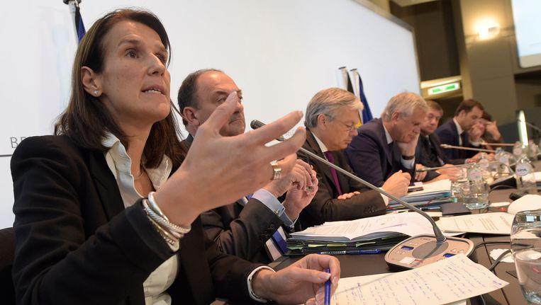 Enkele excellenties uit de regering, met minister van Begroting Sophie Wilmès op de voorgrond. Beeld Photo News