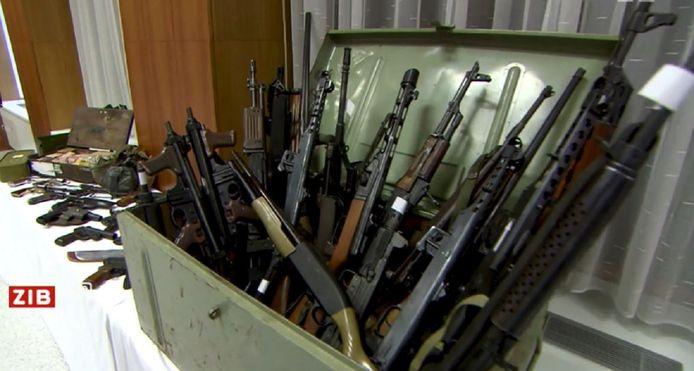 Een deel van de in beslag genomen wapens.