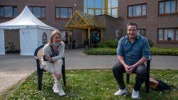 """Directrice Els en schepen van zorg Christoph blikken terug op eerste weken crisis in Woonzorghuis Molenkouter: """"Enorm zwaar getroffen maar fier op onze medewerkers"""""""