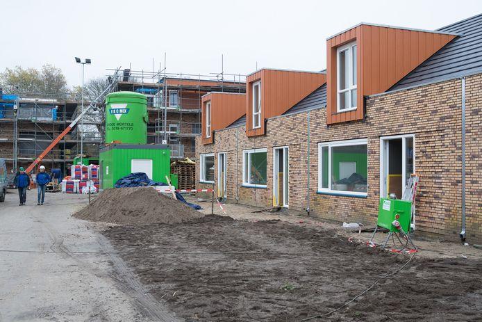 Archiefbeeld van de bouw van een nieuwbouw appartementencomplex en woningen aan de Westdorplaan in Raalte.