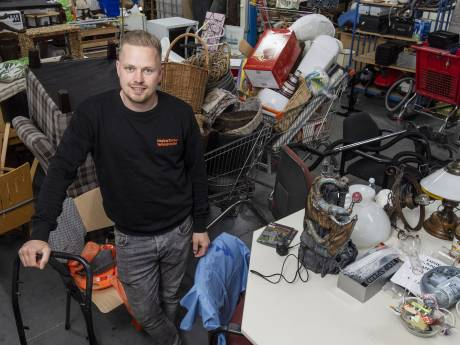 Melvin gooit zijn kringloopwinkels volgende week toch open: 'We trekken het niet meer'