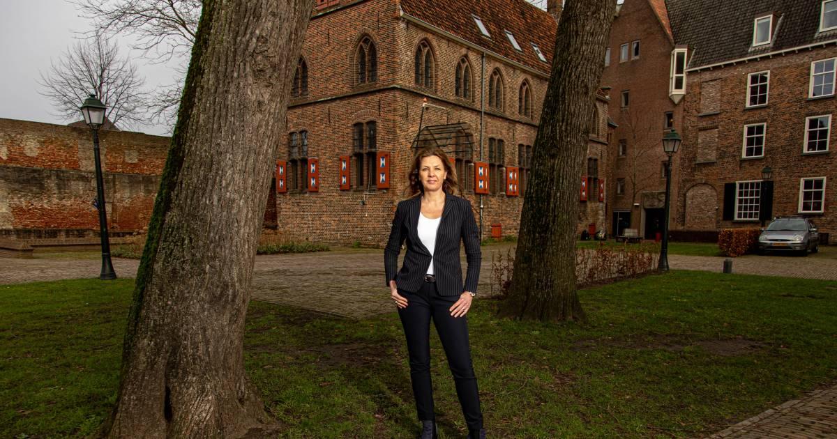 Zwolle zwaait Ingrid Geveke uit: directeur van 1000 ambtenaren die politici bij de les houdt