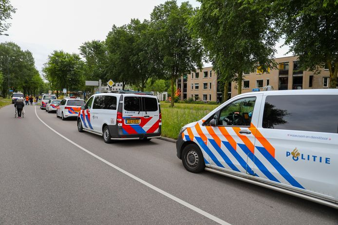De politie is met veel mensen op de been.