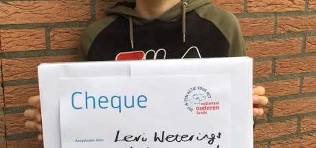 Levi's 'ommetje naar oma' levert 4572 euro op voor Ouderenfonds