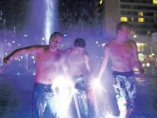 Complete feestroes in Rotterdam: Hofplein uitzinnig