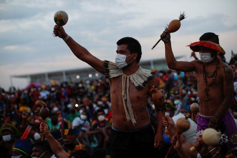 Het protest van de Xokleng, onder de noemer 'Strijd voor leven', is een van de grootste inheemse demonstraties in Brazilië ooit. Beeld REUTERS