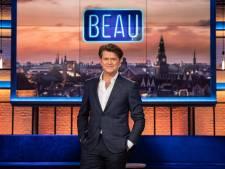 Beau laat zich live in eigen talkshow vaccineren