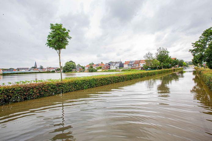 Het water dat Lot overspoelde kwam vanuit Huizingen, zoals hier te zien is in de Breedveld.