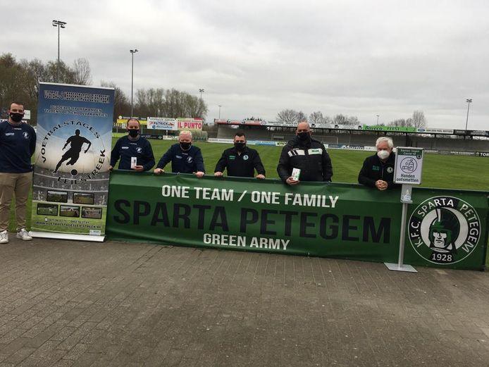 De supporters van Green Army.