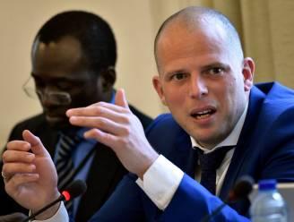 Francken geeft Griekse kwelduivel rondleiding in Lubbeeks opvangcentrum