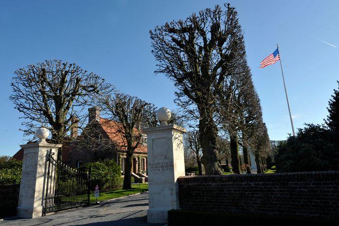 De toegang van het Flanders Field American Cemetery and Memorial in Waregem.