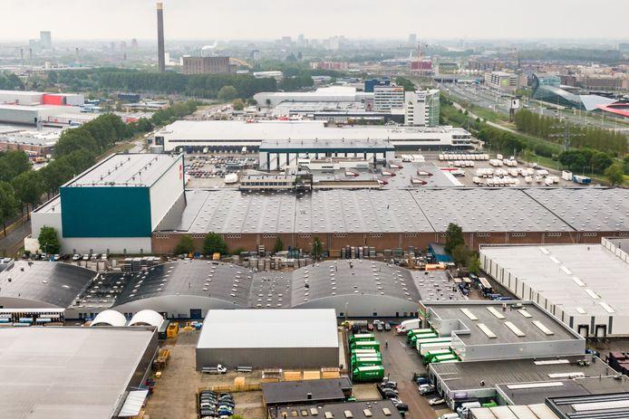 Overzichtsbeelden van de industrieterrein Lage Weide in Utrecht. O.a. de A2 en het Uraniumkanaal.