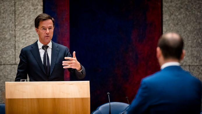 Premier Mark Rutte in debat met Lodewijk Asscher (PVDA) tijdens een Tweede Kamerdebat over de dividendbelasting in juni van dit jaar.