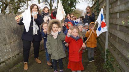Kinderen van De Dorpsparel houden mars tegen pesten