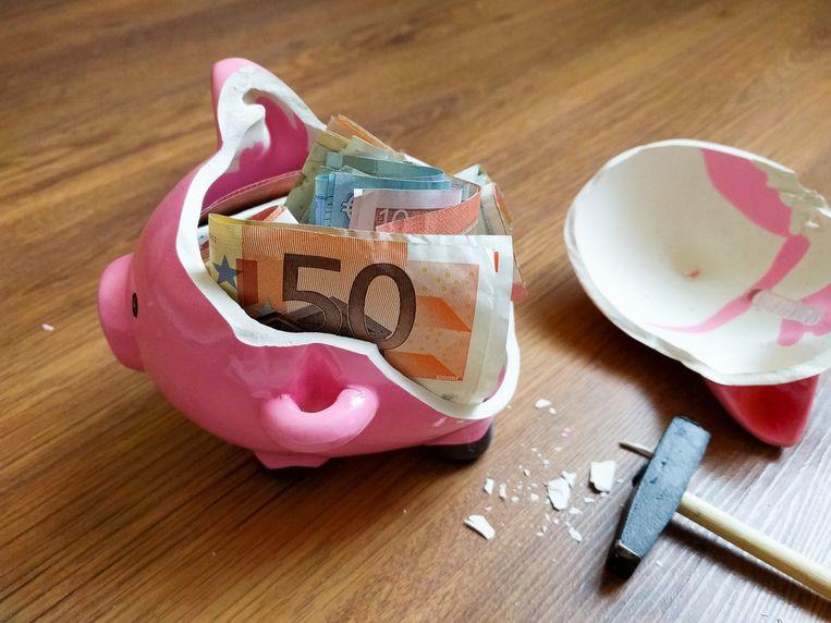 Het is mogelijk om je pensioenspaarpot vroeger open te breken, maar je betaalt er een zware prijs voor Beeld Shutterstock