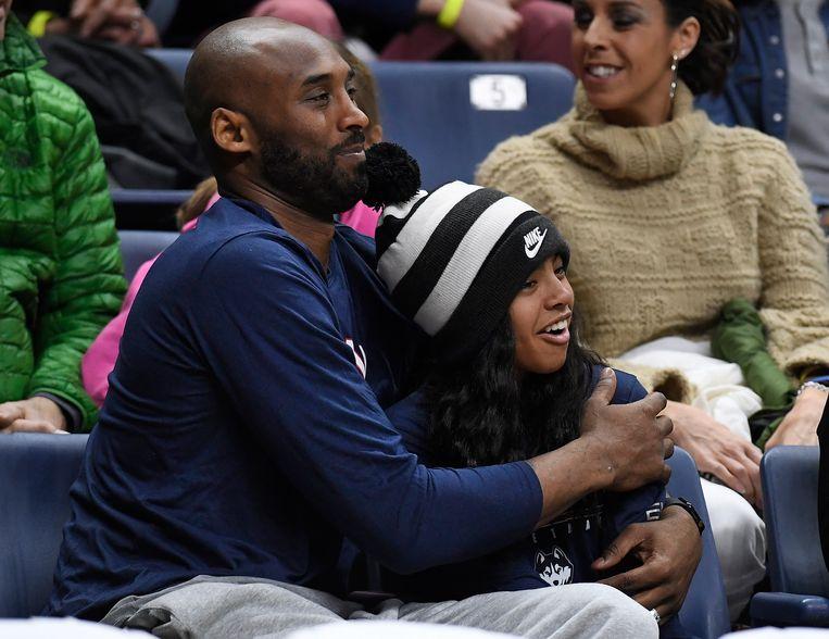 Kobe Bryant en zijn dochter Gianna. Beeld AP