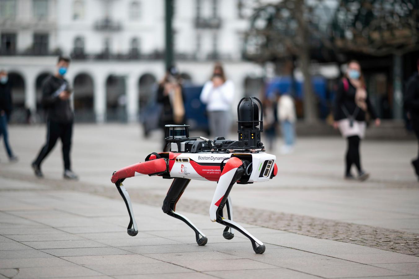 Een robothond van Boston Dynamics tijdens een demo in het Duitse Hamburg.