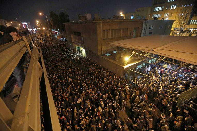 Honderden studenten verzamelden aan de Amirkabir Universiteit in hoofdstad Teheran.