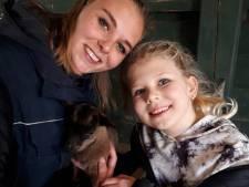 Destiney (9) bakte  honderden koekjes voor kinderboerderij Tanthof en 'krijgt' nu een geitje