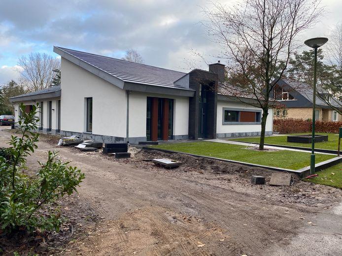 RIETHOVEN - Huis aan de Merellaan waarin een nieuw zwembad is aangelegd dat gedeeltelijk publiek wordt opengesteld.