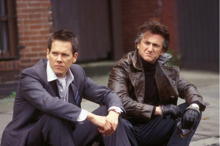 Kevin Bacon (links) en Sean Penn in Mystic River. Beeld