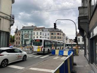Verkeerslichten al hele dag defect op druk kruispunt aan Rabot