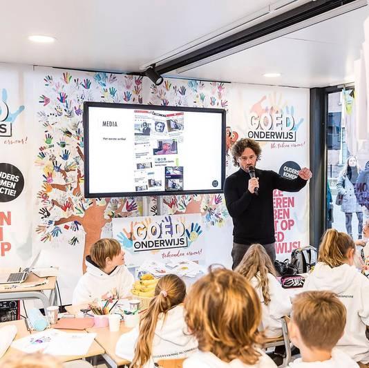 Meester Jesper hoopt in 2021 weer snel voor de klas te staan en zijn leerlingen dagelijks te kunnen zien.