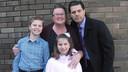 De familie Leskien: moeder Sheridan, vader Peter, zoon Maximus en dochter Isis