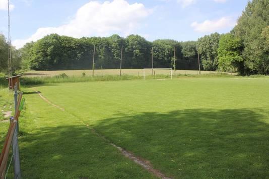 Het voetbalveld van De Stinneboys naast het café.