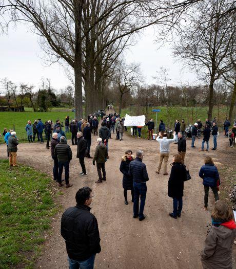 Meer dan honderd Stiphoutenaren bij korte manifestatie tegen zonneweide