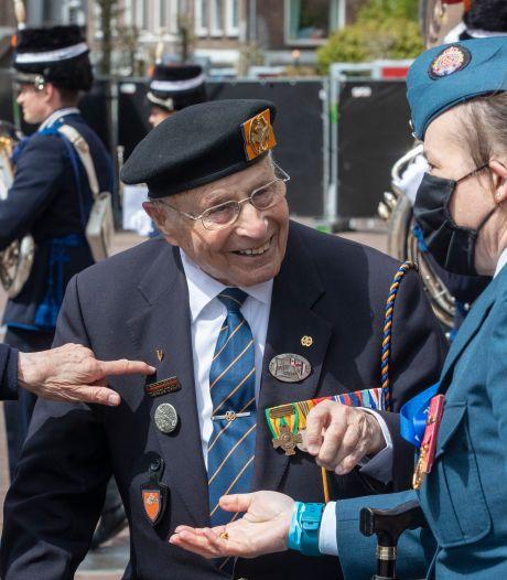 Veteraan Max Wolff (95) viert gure Bevrijdingsdag in Wageningen: 'In 1944 in de Ardennen was het kouder'