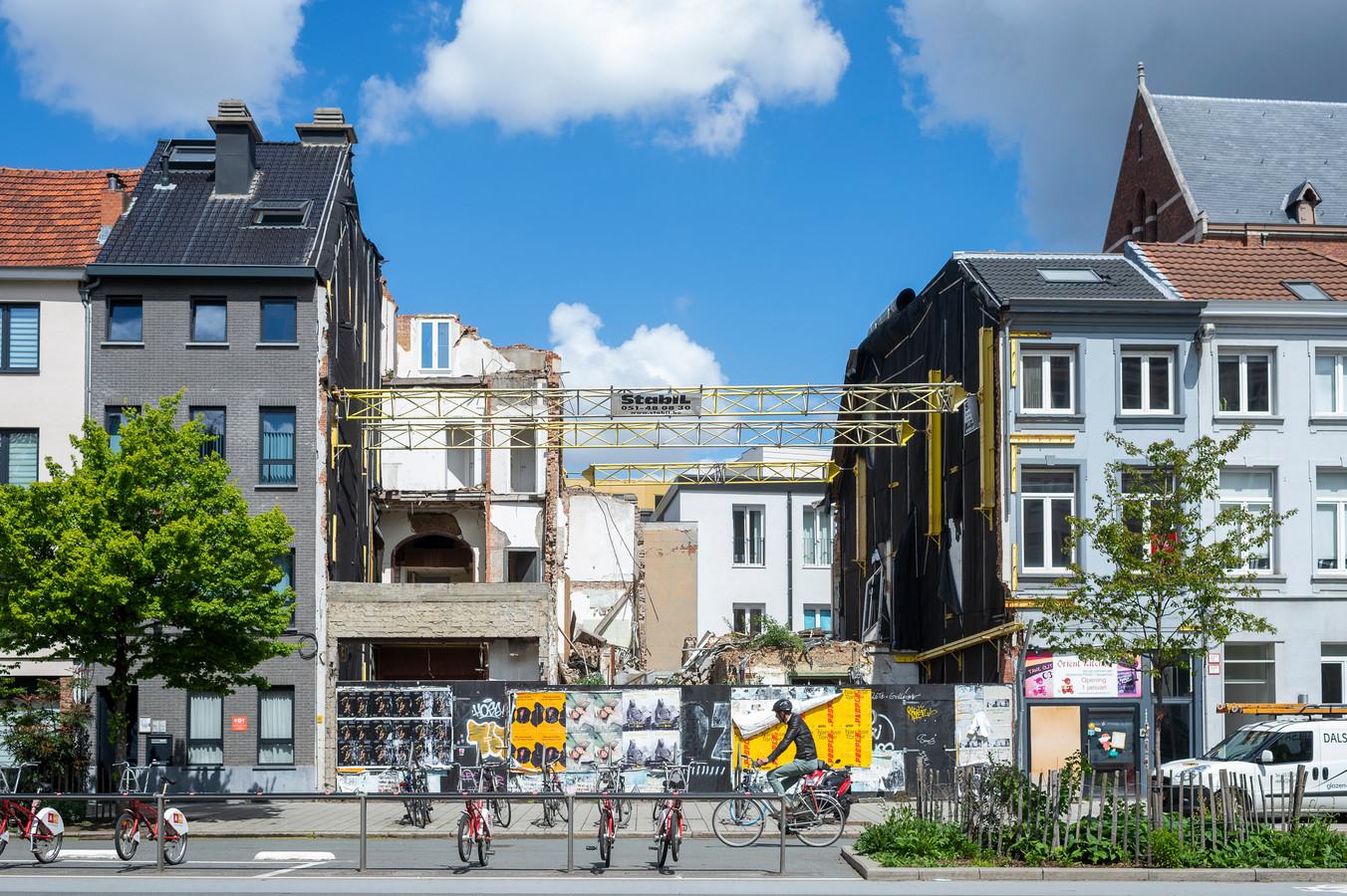 De restanten na de gas ontploffing op de Paardenmarkt in Antwerpen.