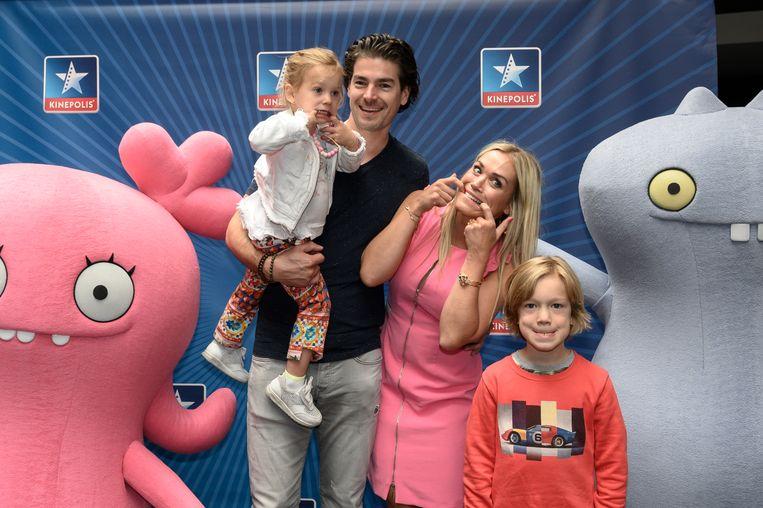 Het gezin van Virginie Claes kan duidelijk goed gekke bekken trekken. De ex-Miss België verscheen op de rode loper met manlief Bernard en hun kinderen Louis en Claire.