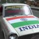 Waarom deze Indiër al 11 jaar alleen achteruit rijdt