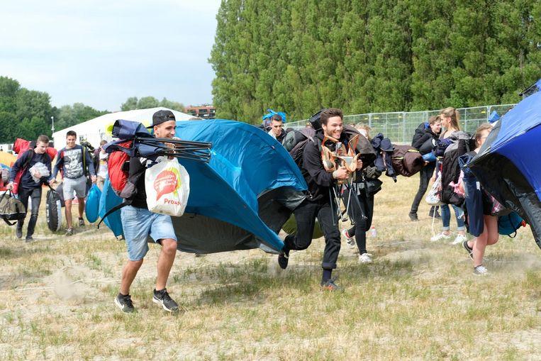 Bij aankomst rennen voor de beste kampeerplek.