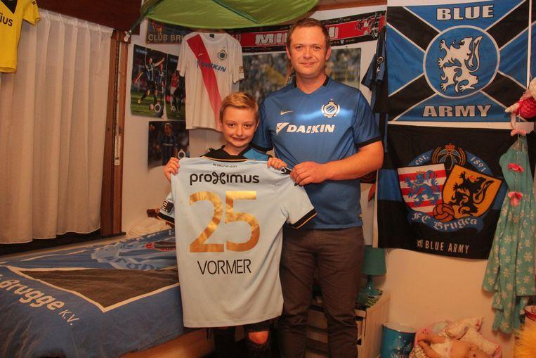 Papa David De Cooman mag het shirt van Ruud Vormer een ereplekje geven op de kamer van zijn 11-jarige zoon Milan.