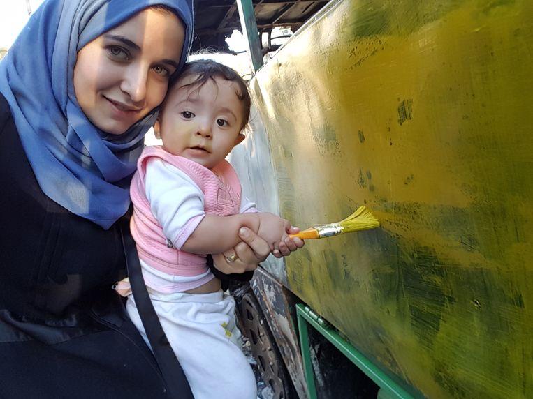 Waad Al-Kateab en dochtertje Sama. Beeld For Sama