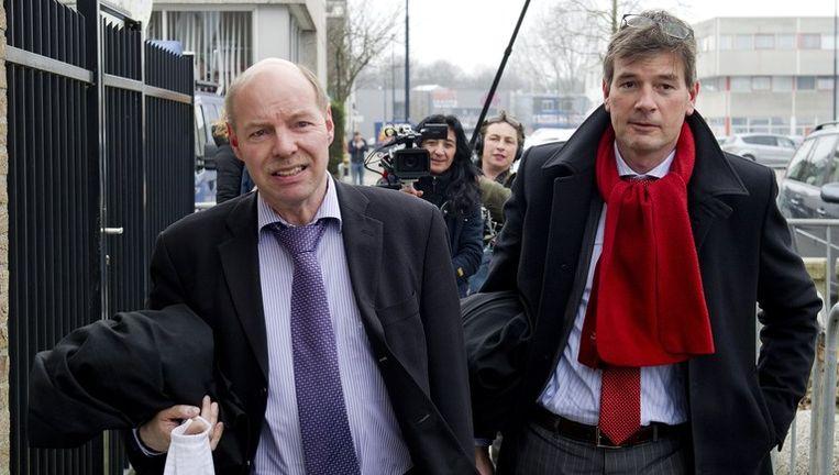 De advocaten van Robert M. arriveren bij de rechtbank in Amsterdam. Links mr. Wim Anker en rechts mr. Tjalling van der Goot. Beeld anp