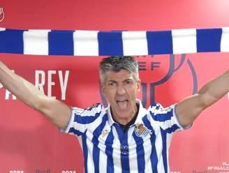 Schitterende beelden: Sociedad-coach gaat los op persconferentie en zingt supporterslied in clubshirt