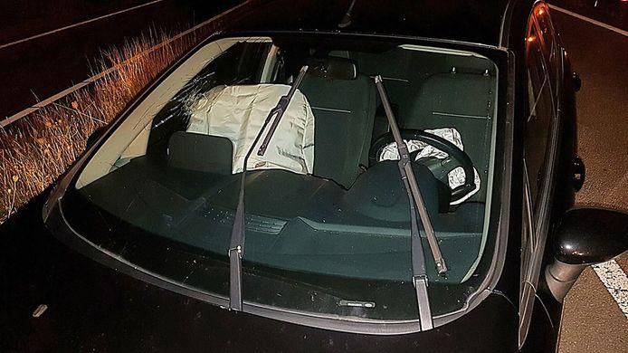 De politie vond de auto terug op de verkeerde weghelft.
